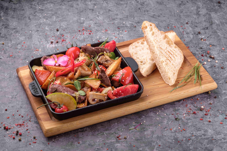Сковородка с телятиной и овощами
